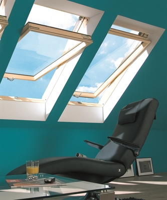 FAKRO FTP-V O2 02 Pine Obscure Centre Pivot Roof Window 55x98cm