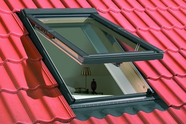 FAKRO FPP-V P2 11 Pine Laminated Top Hung Roof Window 114x140cm