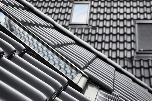 Recessed flashings allow for the roof window to be installed at the same height at the roof material
