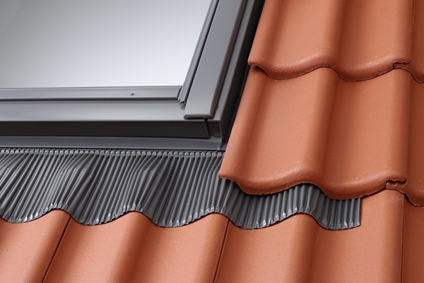 VELUX sloping combination tile flashing