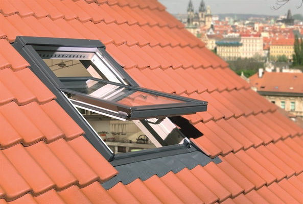FAKRO FTP-V R1 08 Pine Noise Reduction Centre Pivot Roof Window 94x118cm