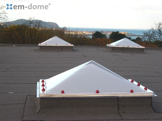 Opening Pyramid Double Skin, Opaque with Vents 150x150cm