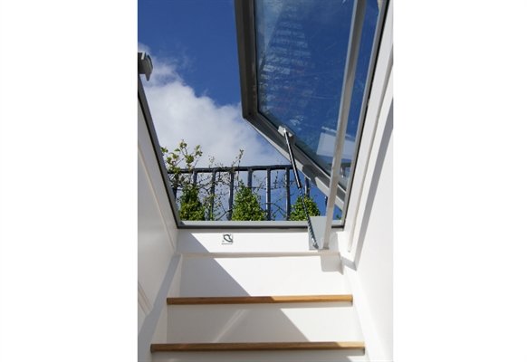 Access Pyramid Triple Skin, Opaque with 30cm ECO Splayed Kerb 90x90cm