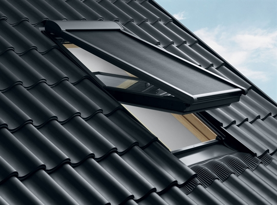 velux ssl sk08 0000 solar roller shutter 114x140cm sterlingbuild. Black Bedroom Furniture Sets. Home Design Ideas