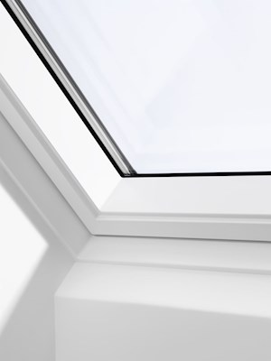 VELUX GGU CK04 0066 White PU Triple Glazed Centre Pivot Roof Window 55x98cm