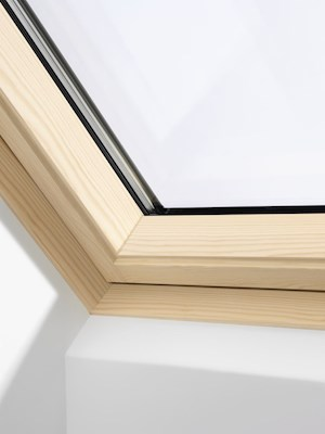 VELUX INTEGRA GGL Pine electric centre pivot inside