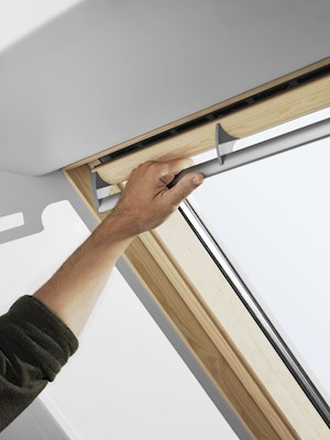 VELUX GGL Pine centre pivot inside handle