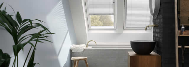 Choosing the best roof window finish sterlingbuild - Velux salle de bain ...